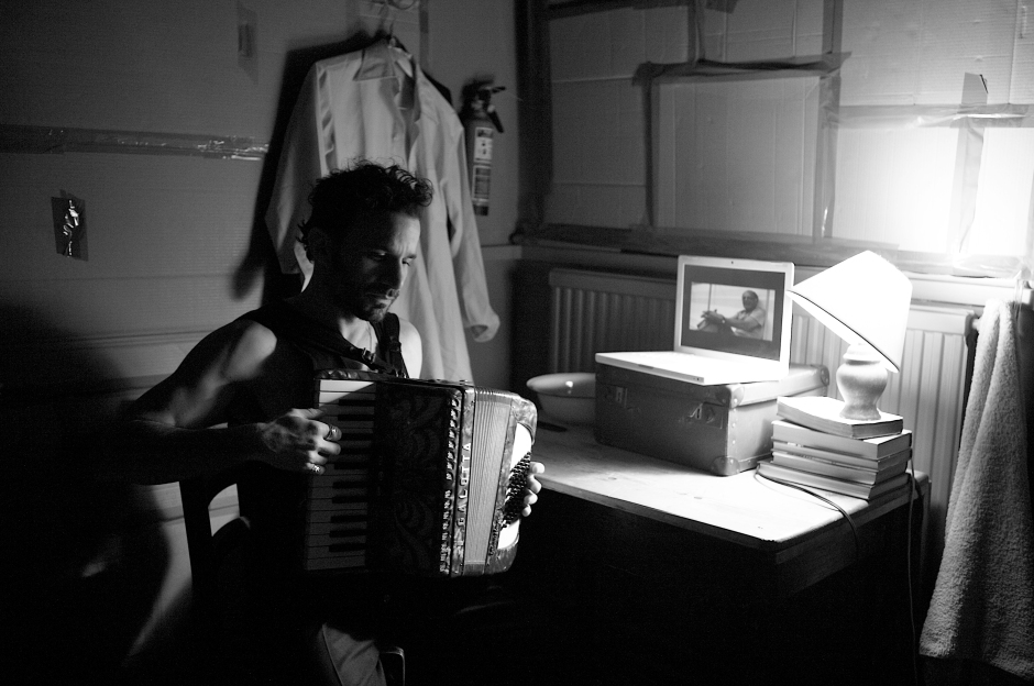 6548-leo playing accordian-fuller setting+tom on comp